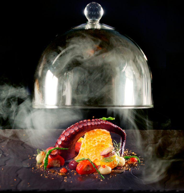 Χταπόδι με ελιές, ζωμό από το ζωμό του, καπνιστό à la minute